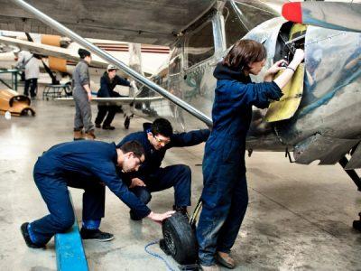 Học về Kỹ Thuật Hàng Không Vũ Trụ, Sửa chữa máy bay tại Canada